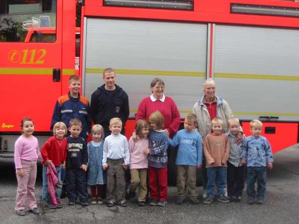 Die Gruppe des Kindergartens Wördemanns Weg zu Besuch bei der FF Stellingen<br>© FF Stellingen<br>