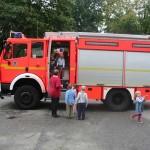 Das Fahrzeug bildete natürlich das größte Interesse der Kinder <br>© FF Stellingen<br>