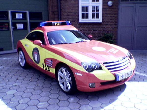 Bis zu 250 km/h schnell - der Chrysler Crossfire. Mutmaßliches Versuchsfahrzeug der Feuerwehr Hamburg für Führungskräfte.