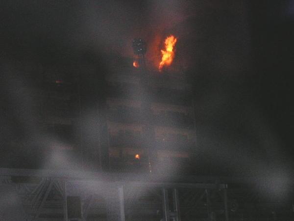 Rauchgasdurchzündungen aus den Dachbodenfenstern (c) Ch. Hebbel