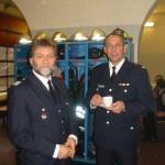 Der Geschäftsführer des Landesbereichsführers Hans-Erich Boennen mit dem Wehrführer der FF Stellingen André Jänicke. <br>© FF Stellingen<br>