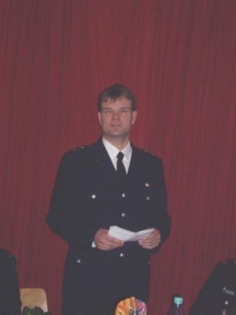 Jan Jürgensen bedankt sich für die 25 Jahre in der Freiwilligen Feuerwehr Hamburg Bramfeld