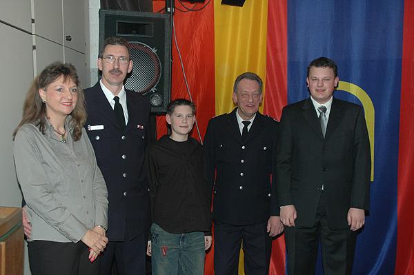 Links im Bild: BI Jürgen Lübke mit Frau und Sohn.<br> Rechts im Bild: HBM Ingo Heger mit Sohn.