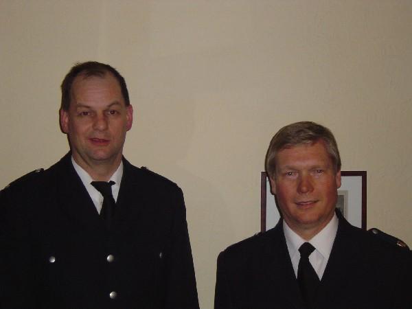 Wehrführer-VertreterThomas Hitscher (links) und Bereichsführer Werner Burmester freuen sich über die Wiederwahl.