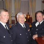 BERF Werner Burmester (links) mit LBF a.D. Hermann Stahlbuhk (Bildmitte) und WF a.D. Karl-Heinz Puttfarcken aus Altengamme.