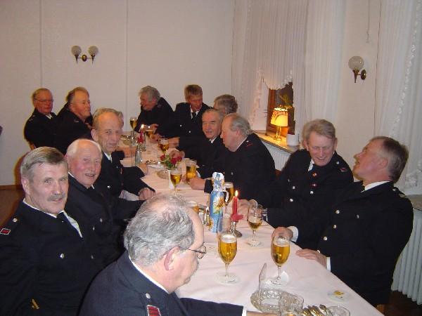 Gute Laune am Tisch der Kameraden aus Kirchwerder-Nord, Curslack und Warwisch.