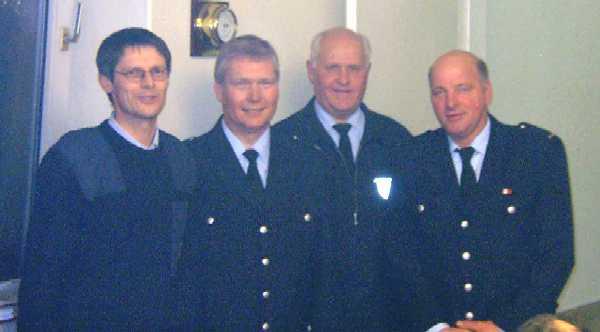 Freuen sich über das Wahlergebnis der Wehrführervertreterwahl: Bernd Rieck, Werner Burmester, Heino Goes und Karl-Heinz Kahl (von links)
