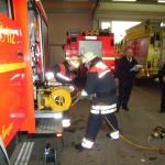 Vornahme des hydraulischen Rettungssatz Schere und Spreizer.