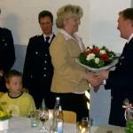 Sag es mit Blumen! Ein Dankeschön für die Unterstützung des Jubilars Joachim Gellert an Kerstin Fölsch.