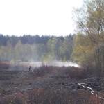 Die Schlauchleitungen mussten teilweise quer durch die Gras- und Moorlandschaft gelegt werden...