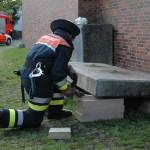 die Prüfung im Fachbereich Technische Hilfe: das Anheben einer Betonplatte mit Minihebekissen  <br>© Sebastian Spettnagel<br