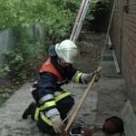 Die Prüfung im Brandschutz: das Sichern einer Schiebeleiter und Einbinden von Axt, Beleuchtungsgerät und CM-Strahlrohr <br>© Sebastian Spettnagel<br