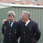 der neue leitende Bereichsausbilder im Bereich Eimsbüttel Finn Macherhammer (li.) mit seinem Vorgänger Rolf Koritz (re.)<br>© Sebastian Spettnagel<br