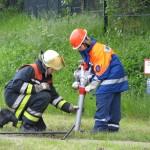 Aufbau der Wasserversorgung: Hand in Hand - FF und JF