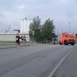 LF 16/12 beim Straße sperren für den Caritas-Lauf vom HTB.  Foto: Rindt
