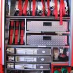 G5 mit 7 x 2 B-Schläuchen hintereinander, 2 Auffangbehältern 1000l, 3 Schlauchtragekörben zu je 3 C-Schläuchen, 3 C-Rollschläuchen, einem 5m B-Füllschlauch, Schnellangriffsverteiler mit 1 B-Schlauch.