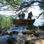 Suchmannschaften suchen und retten Überlebende nach einem Barkassenunglück auf der Este