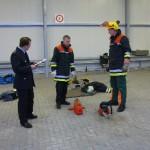 Zwischenprüfung: Anlegen von Schutzkleidung und sicherer Umgang mit der Motorkettensäge