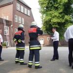 Der Praxisteil beginnt. Einweisung der Teilnehmer für den Prüfungsteil Brandschutz.