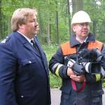 Landesbereichsführervertreter Nord Andrè Wronski (links) als Übungsbeobachter und Thomas Schwarz (Leiter der Arbeitsgruppe Medien und Kommunikation der Freiwilligen Feuerwehr Hamburg) mit Video Kamera