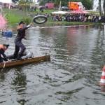 Der Frontmann des Altengammer Boots trifft gleich beim ersten Wurf.