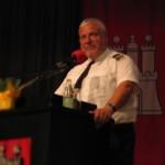 Der Präsident des Deutschen Feuerwehrverbandes stärkt der FF Hamburg den Rücken (©Björn Wendt)