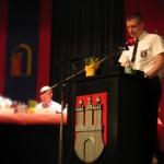 Der Landesjugendfeuerwehrwart Marcel Steinhäuser bedankt sich für die Beschaffung von Bekleidung (©Björn Wendt)