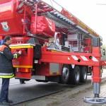 Dies ist die Arbeitsposition des TMF. Das komplette Fahrzeug ist durch die vier Hydraulikzylinder angehoben worden.