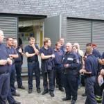 Gruppenbild vor der Notstromversorgung
