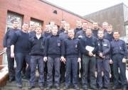Gruppenfoto von 16 der 18 Lehrgangsteilnehmer mit den Ausbildern Werner Dittmer und Manfred Oetzmann