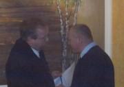 Dirk Lübkemann (links), Bereichsführer Walddörfer, gratuliert Knut Ebeloe zur Wahl.