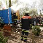 Feuer Menschenleben in Gefahr. Person im Bauwagen vermisst.