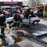 Eine eingeklemmte Person nach Verkehrsunfall.