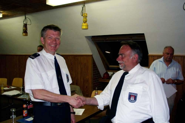links: Bernd Nohdurft, neu gewählter Bereichsführer Bergedorf<br> rechts: Uwe Sturr, der bisherige Amtsinhaber <br>Foto: © Jörg Plagens