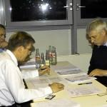 Die Prüfungskommission wertet die Punkte der einzelnen Stationen aus und kann im Anschluß allen Prüflingen gratulieren.