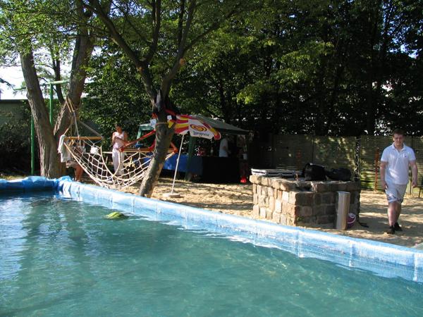 Der zum Pool umgebaute Container
