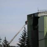 Kontrollen am Turm über DLK. (c) Th. Habekost