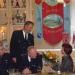 Von links: Wehrführer Wolfgang Bierkarre, Gruppenführer Thomas Klüver, Oberbrandmeister Guido Bestier, Kirsten Bestier