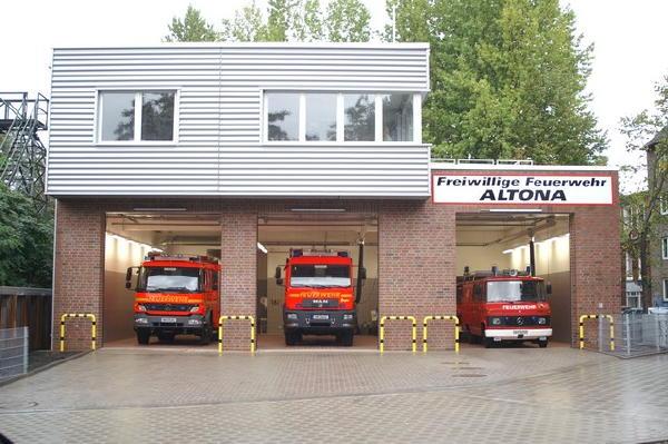 Neue und endlich eigene Heimat für die vier Fahrzeuge der FF Altona.