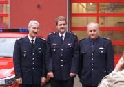 Der leitende Branddirektor Klaus Maurer mit dem Wachführer der Rettungswache Eidelstedt und dem Eidelstedter Wehrführer© FF Eidelstedt