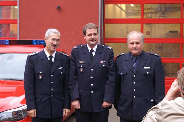 Der leitende Branddirektor Klaus Maurer mit dem Wachführer der Rettungswache Eidelstedt und dem Eidelstedter Wehrführer<br>© FF Eidelstedt<br