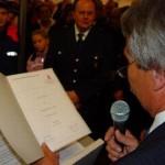 Überreichung der Gründungsurkunde an den Wehrführer der FF-Duvenstedt