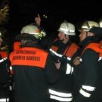 Lagebesprechung mit dem Bereichsführer Torsten Hansche (3. von rechts)