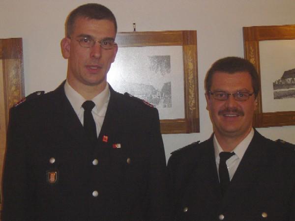 Der zukünftige Wehrführer der FF Curslack Frank Meyer mit Bereichsführer Torsten Altenburg(rechts)