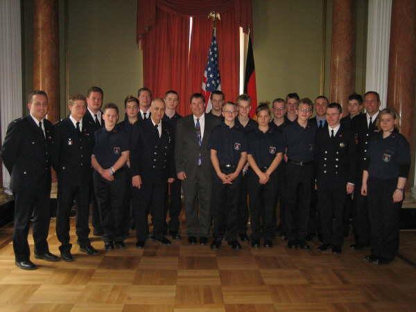 Empfang im Generalkonsulat der Vereinigten Staaten von Amerika, gemeinsam mit Generalkonsul Duane C. Butcher (Mitte)<br>© FF Stellingen<br