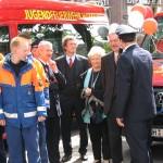 Bei der Übergabe: S. Gerdau (mit Mikrofon) mit Bürgerschaftspräsident Röder und Frau Thomas, LBD Maurer und LBF Jonas (verdeckt)