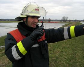 Analoger Funkverkehr beim Elbehochwasser 2006
