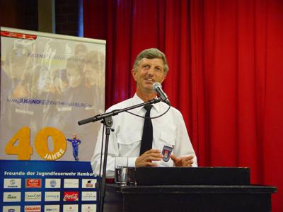 Landesbereichsführer Hermann Jonas ist Wahlleiter für die Funktion Landesjugendfeuerwehrwart.