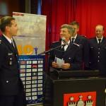 Uwe von Appen erklärt gegenüber dem Wahlleiter die Annahme der Wahl. Gemeinsam mit LJFW Marcel Steinhäuser und LJFW/V Sven Gerdau gratuliert er dem neuen LJFW zu dem sehr guten Wahlergebnis.
