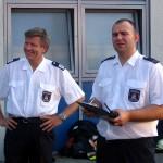 Bereichsführer Bergedorf, Bernd Nohdurft, und der Prüfungsorganisator, Jens Krause, bei der Begrüßung der Teilnehmer/-innen